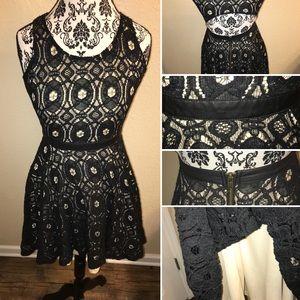 Tinley Road Medium black lace vintage dress